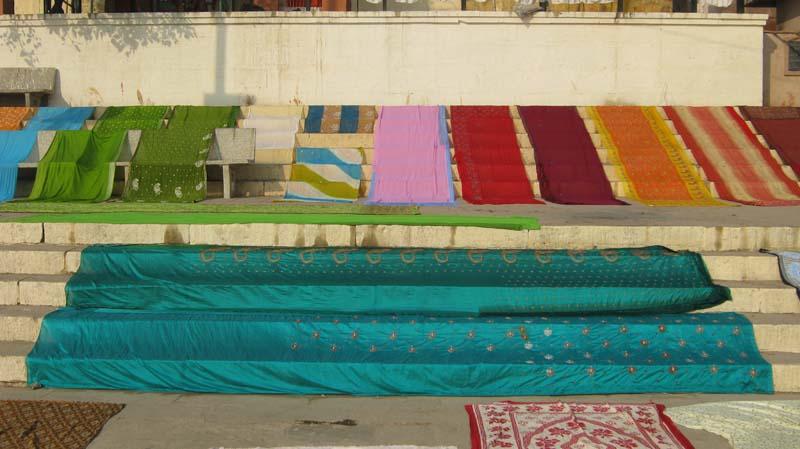 Varanassi tecidos a secar